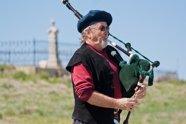 Memorial Day_bagpipes01